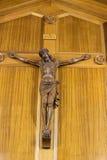 Cruz y altar religiosos católicos Imagen de archivo libre de regalías