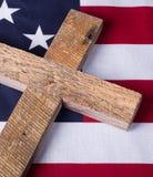 Cruz y bandera de Memorial Day Imagen de archivo libre de regalías