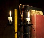 Cruz y biblias Foto de archivo libre de regalías
