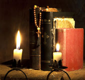 Cruz y biblias Foto de archivo