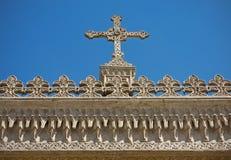 Cruz y decoración. Fotografía de archivo