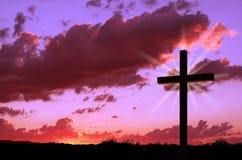 Cruz y puesta del sol imágenes de archivo libres de regalías