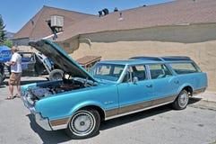 Cruzador da vista de Oldsmobile imagem de stock