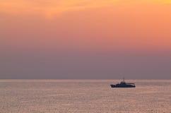 Cruzador de batalha sobre o mar Foto de Stock Royalty Free