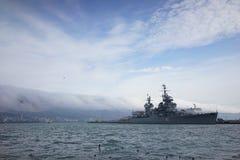 Cruzador no porto de Novorossiysk Imagens de Stock