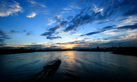 Cruzador no rio Seoul de Hangang Fotos de Stock Royalty Free