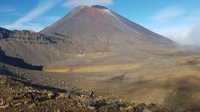 Cruzamento alpino de Tongariro fotografia de stock royalty free