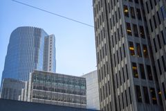 Cruzamento da argila e do Davis Street em San Francisco fotos de stock