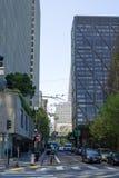 Cruzamento da argila e do Davis Street em San Francisco imagem de stock