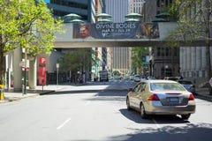 Cruzamento da argila e do Davis Street em San Francisco imagens de stock royalty free