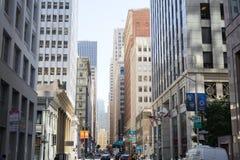 Cruzamento da argila e do Davis Street em San Francisco fotografia de stock