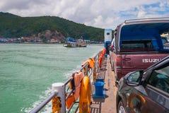 Cruzamento de balsa o canal de Songkhla, Tailândia foto de stock royalty free