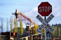 Cruzamento de estrada de trilho para registrar o moinho imagem de stock royalty free