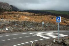 Cruzamento de pedestre no fluxo de lava Fotos de Stock Royalty Free