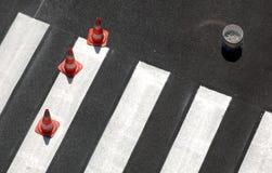 Cruzamento de pedestre novo   Imagens de Stock