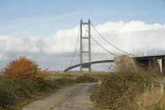 Cruzamento de rio Kingston Upon Hull da ponte de Humber imagem de stock