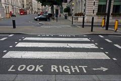 Cruzamento de zebra do pedestre em Londres Fotografia de Stock