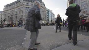 Cruzamento diagonal vídeos de arquivo