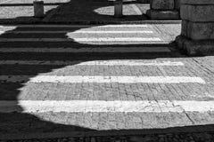 Cruzamento e sombras de zebra foto de stock royalty free