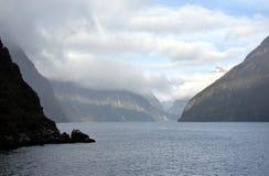 Cruzamento em Milford Sound Fiordland Nova Zelândia Fotografia de Stock Royalty Free