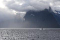 Cruzamento em Milford Sound Fiordland Nova Zelândia Fotos de Stock Royalty Free