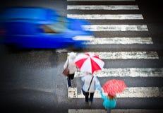 Cruzamento pedestre com carro Fotos de Stock Royalty Free