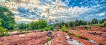 Cruzamento vermelho da manhã da rocha Imagens de Stock