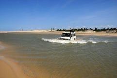 Cruzando o rio Foto de Stock Royalty Free