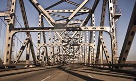 Cruzando a ponte Foto de Stock