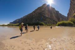 Cruzando Rio Grande River fotografia de stock royalty free