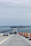Cruzar el puente de Skyway Fotos de archivo
