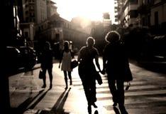 Cruzar la calle Imagen de archivo