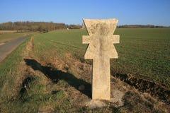 Cruze na estrada à vila Grisy-les-Plâtres Imagens de Stock Royalty Free