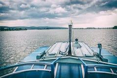 Cruze na represa da água, Piestany, filtro análogo foto de stock royalty free