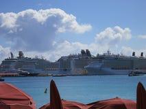Cruze statki przy kotwicą przy Philipsburg, Sint Maarten Obrazy Royalty Free