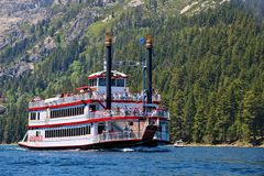 Cruzeiro cênico do dia em Lake Tahoe Imagens de Stock Royalty Free