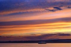 Cruzeiro crepuscular do barco Imagem de Stock Royalty Free