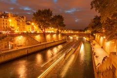 Cruzeiro de Paris da noite fotografia de stock royalty free