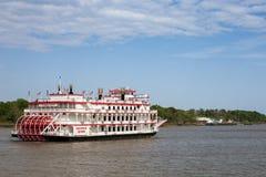 Cruzeiro do barco da roda de pás em Savannah River Fotografia de Stock