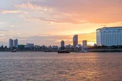 Cruzeiro do por do sol de Phnom Penh em Camboja Imagem de Stock