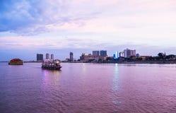 Cruzeiro do por do sol de Phnom Penh em Camboja Fotografia de Stock