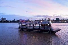 Cruzeiro do por do sol de Phnom Penh em Camboja Imagem de Stock Royalty Free