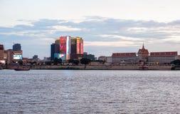 Cruzeiro do por do sol de Phnom Penh em Camboja Imagens de Stock