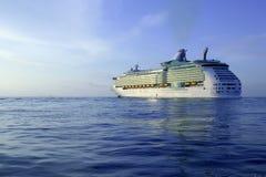 Cruzeiro no console de Ibiza, nascer do sol mediterrâneo Imagens de Stock