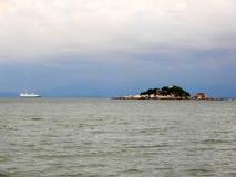 Cruzeiro no mar Imagem de Stock Royalty Free