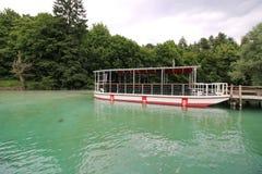 Cruzeiro nos lagos park nacional de Plitvice Fotografia de Stock Royalty Free