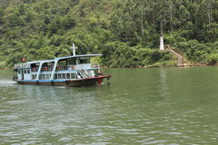 Cruzeiros no rio Imagem de Stock