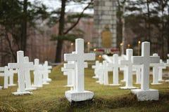 Cruzes brancas no cemitério letão da guerra Imagem de Stock