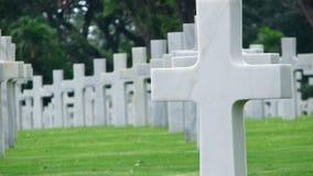 Cruzes de mármore em um cemitério Imagens de Stock