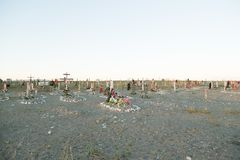 Cruzes e lápides em um cemitério Fotografia de Stock